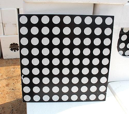 黑底白点地砖